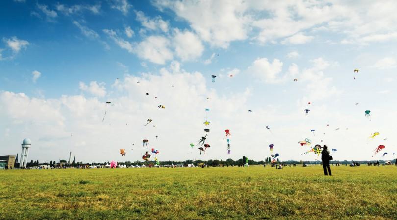 Drachenfest auf dem Tempelhofes Feld © Axel Kuhlmann / flickr.com  CC BY 2.0