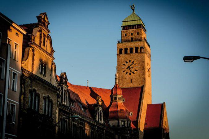 Rathausuhr Neukölln © sebesu / Flickr