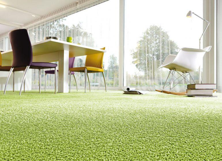 Der Teppichboden ist ein Klassiker unter den Bodenbelägen, der Akzente im Wohn-, Schlaf- oder Arbeitszimmer setzt. © ITC