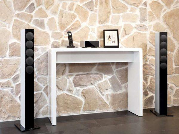 Optisch und akustisch sind die Netzwerk Receiver der Revox Joy-Serie optimal auf die Lautsprecher der Re:sound G Serie mit Glasfront abgestimmt. © REVOX