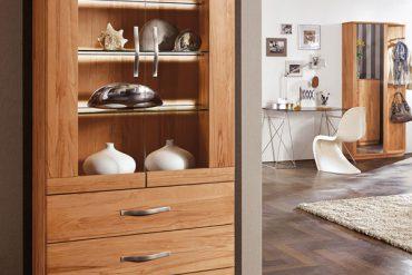 """""""Massivholzmöbel basieren auf purer Handwerkskunst."""" Foto: IPM/Decker"""