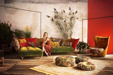 Die Stoffe für Sofa und Sessel werden floraler und animalischer. © www.cultsofa.com