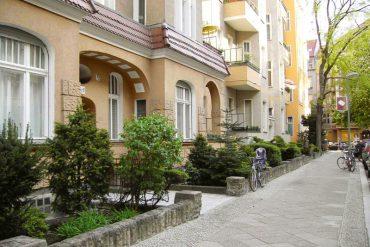 Bayerisches Viertel, Bozener Straße, Häuserzeile mit  Vorgärten, Berlin-Schöneberg © Irakli / wikipedia.de