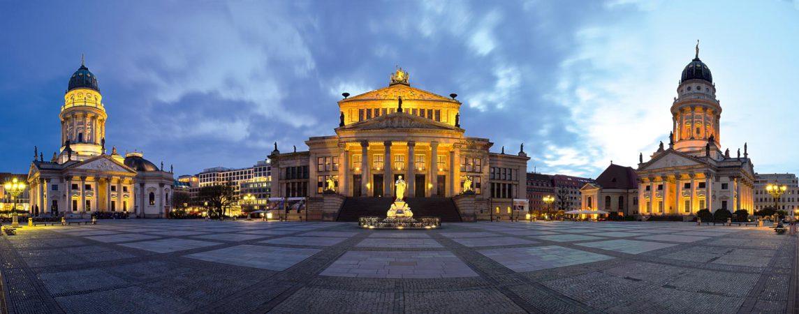 Deutscher Dom, Konzerthaus und französischer Dom auf dem Gendarmenmarkt © claudecastor86 / Fotolia.com