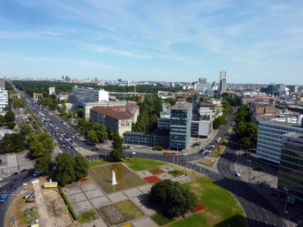 Ernst Reuter Platz mit Blick auf die Technische Universität © Copyright Bezirksamt Charlottenburg-Wilmersdorf