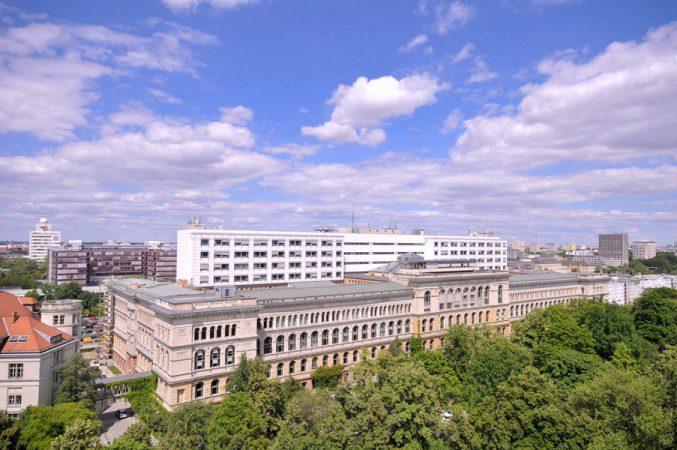 Technische Universität Berlin, Hauptgebäude © Copyright Bezirksamt Charlottenburg-Wilmersdorf