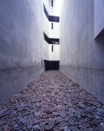 Installation von Menashe Kadishman, Schalechet, Gefallenes laub, Schenkung von Dieter  und Si Rosenkranz © Jens Ziehe