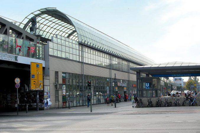 Der Spandauer Bahnhof ist der längste Hallenbahnhof Deutschlands und... © N.Bettac