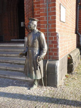 Ein echtes Gaunerstück, der Hauptmann von Köpenick © Michael T. Schmidt / isoarts.com