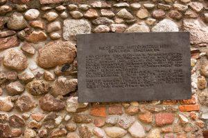 AlteStadtmauer-Schild_007238_v2-300x200 Das Klosterviertel