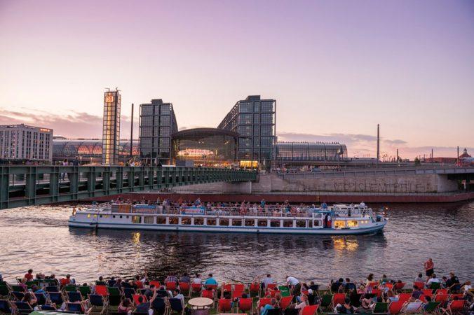 Strandbar Capital Beach, Berlin-Tiergarten • Nördlich des Berliner Hauptbahnhofs entsteht das Quartier Europacity. © visitBerlin, Foto: Philip Koschel Lizenz: CC BY-NC-ND 2.0