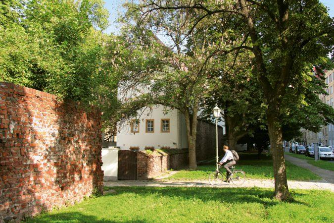 Reste der alten Stadtmauer sind erhalten geblieben © Günter Schneider