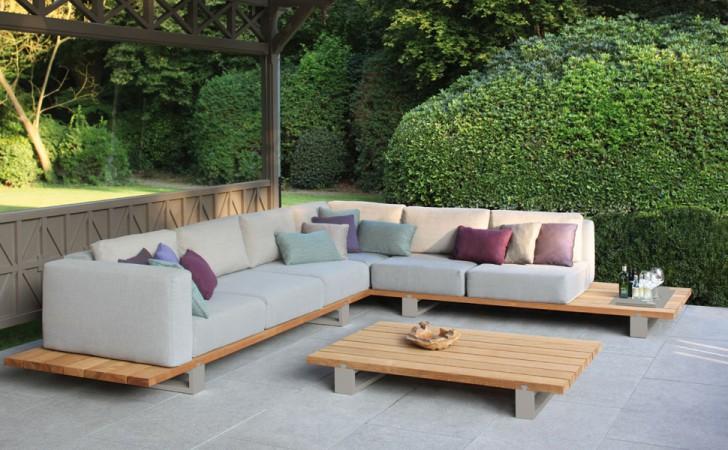 Die Lounge-Kollektion VIGOR von Royal Botania vereint gleich zwei der aktuellsten Trends: Teakholz und Beige. • © WHO'S PERFECT