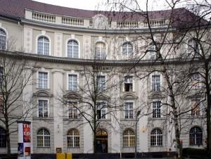 Altes_Postamt_410_Berlin-Friedenau_Handjerystraße_33–36-300x226 Wohnen im Dichter-Viertel in Berlin-Friedenau