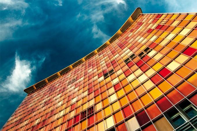 Die von den Berliner Architekten Matthias Sauerbruch und Louisa Hutton neu gestaltete Fassade • © Fabian Möbis