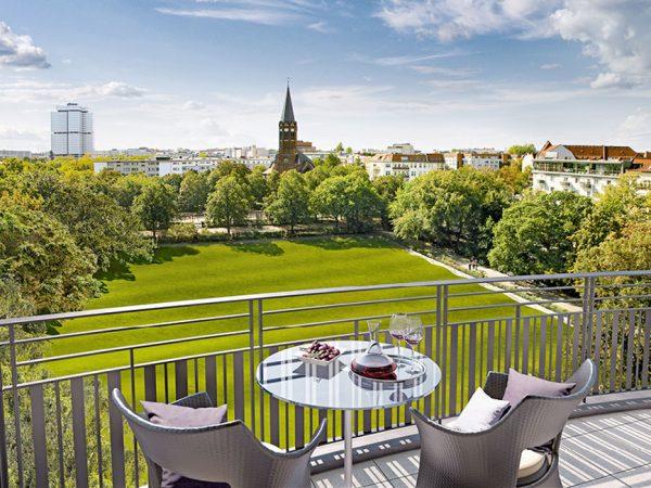 Blick von einem Balkon des Wohnensembles Am Hochmeisterplatz © Ziegert Bank- und Immobilienconsulting GmbH