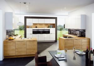 AMK_Holz-Kueche_Ablagen-300x211 Uralt und doch modern