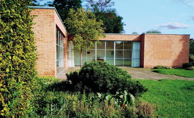 """""""Heute ist das Haus Lemke ein Architekturdenkmal und Ausstellungsraum für Moderne Kunst"""" von Manfred Brückels - Eigenes Werk, CC BY-SA 3.0"""