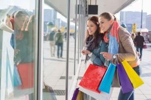 Wohnungsmarkt_Shopping_Frauen_stock-300x200 Berliner Wohnungsmarkt bleibt kurzfristig angespannt