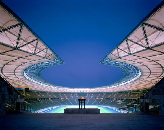 Den entscheidendsten Eingriff markierte das neue Dach, das nicht nur im Innern den Raumeindruck veränderte, sondern den Charakter der ganzen Anlage transformiert. © Friedrich Busam & Olympiastadion Berlin GmbH