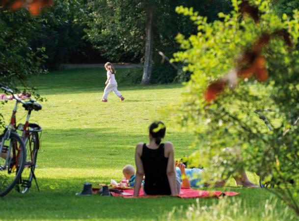 Rund 2,5 Kilometer pures Grün, mit Liegewiesen und Spielplätzen, mitten in der Stadt. @ Project Immobilien Wohnen AG