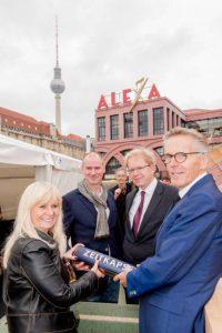 Reggeborgh-GRANDAIRE-BERLIN-Grundsteinlegung-200x300 Alexanderplatz: Grundstein für GRANDAIRE gelegt