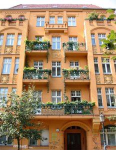 Immobilien-Kapitalanlage-Altbau-232x300 In Immobilien investieren