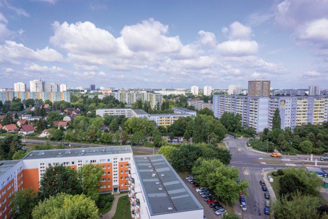 Blick über Marzahn- Hellersdorf. Neubausiedlung und  Einfamilienhäuser –  aber vorallem viel Grün.   © TEaSE87 / Fotolia.com