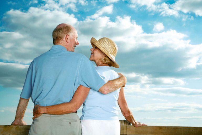Kapital anlegen in Pflege-Immobilien und das Leben auch im Alter genießen können @ stockunlimited.de