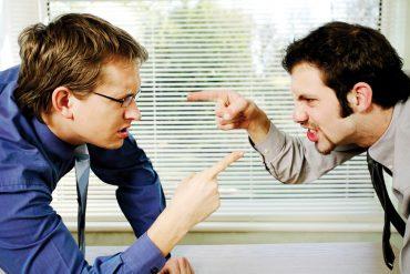 Wenn es Ärger gibt, stellt sich für den Betroffenen und seinen Anwalt immer die Frage: Verhandeln oder vor Gericht ziehen? © stockunlimited.com