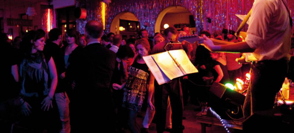 In Clärchens Ballhaus wird auch heute noch jeden Abend getanzt. © visitberlin Lizenz: CC BY-NC-ND 2.0