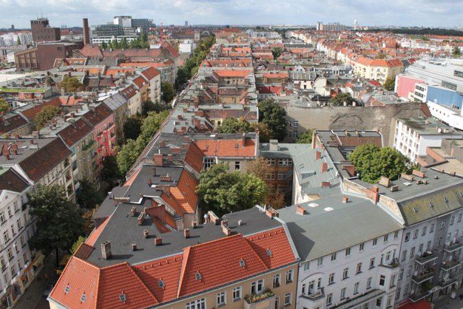 Blick vom Rathausturm über die Altbauten entlang der Boddinstraße nach Westen © babelsberger / fotolia.com