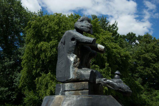 Clemensfranz, Fette Henne Britzer Garten Berlin 02, CC BY-SA 4.0