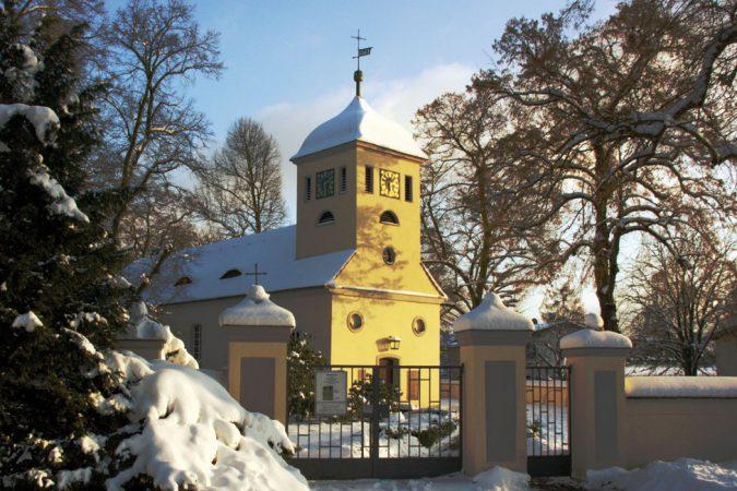 Winterliche Dorfkirche von Kladow  Foto:  michael.berlin  Lizenz: CC BY-SA 2.0