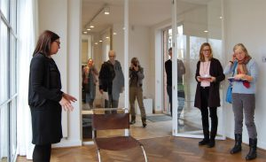MvdRohe-Haus_Ausstellungseroeffnung-300x183 Kunst im Mies van der Rohe Haus