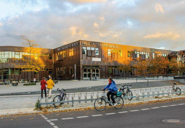 Freie Universität Berlin  • Foto: Nerid Solórzano • Lizenz: CC BY-SA 2.0