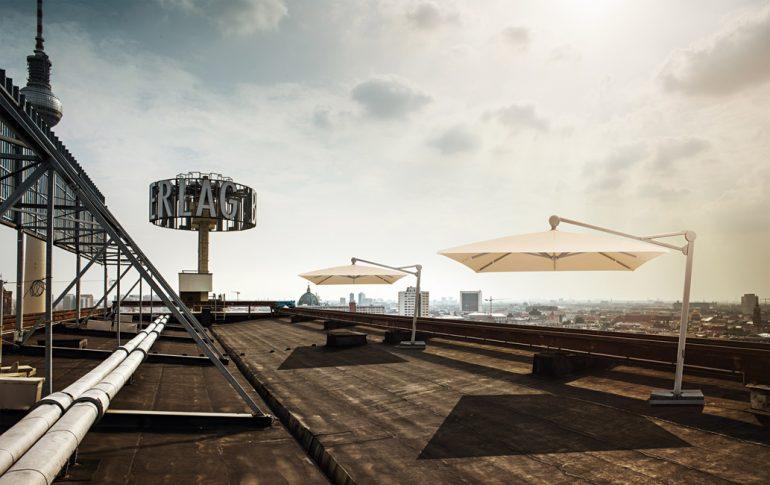 Im Trend: Individuelle Outdoor-Lösungen, bei denen multifunktionale Sonnenschirme, Mobiliar und Accessoires ein harmonisches Gesamtbild ergeben. © GLATZ AG, Schweiz