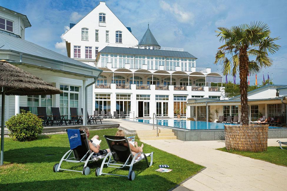 Precise-Resort-Schwielowsee-Pool Ferienresort mit direkter Lage am Seeufer
