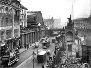 Architektur-KoenigskolonnadenKoenigstraße_Berlin_1909-300x227 Fast der Vergessenheit preisgegeben – Die Königskolonnaden