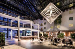 estrel-berlin-atrium-300x196 Estrel Berlin: Das Hotel der Stars