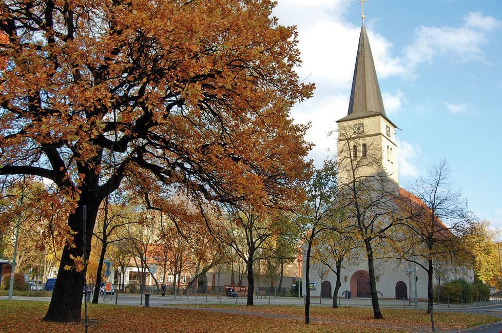 Lichtenberg-Kirche-Friedrichsfelde_NM Lichtenberg Kein Zentrum,  aber viele Lebenswelten