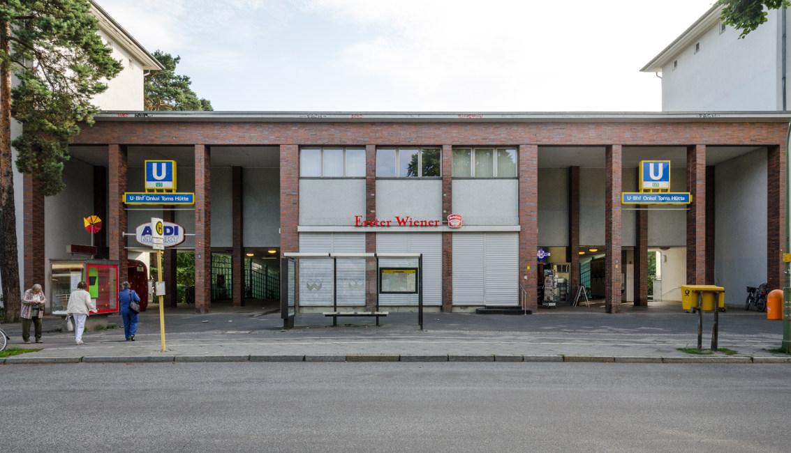 Waldsiedlung_U-Bahnhof_Onkel_Toms_Hütte_Entry_Riemeisterstraße Die bunte Moderne