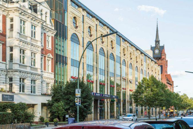 """""""Das Schloß"""" Einkaufszentrum in Steglitz mit Rathaus © juergen2 / flickr.de CC BY-ND 2.0"""