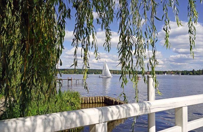 © Jean-Pierre Dalbéra,Le lac Wannsee vu du jardin de la villa Liebermann (Berlin), CC BY 2.0