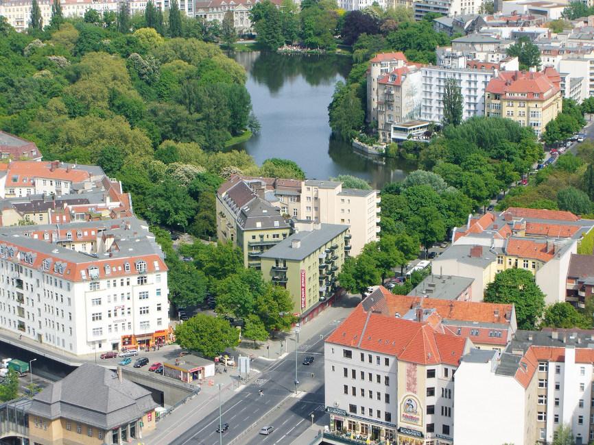 Immobilienmarkt-aktuell_Umzug-in-den-Speckgürtel_Berlin-Häuser_Fotolia_676383_Subscription Umzug in den Speckgürtel?