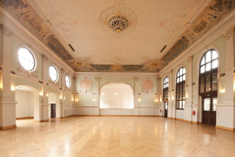 Architektur_Ballhaus_pankow_grosser_saal_wikimedia