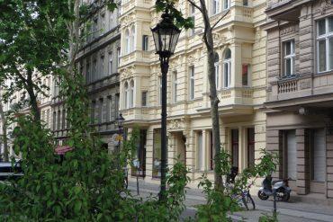 Immobilienmarkt-aktuell_Steuererleichterung_Hausfront_berlin-325114_Karlheinz-Pape-auf-Pixabay