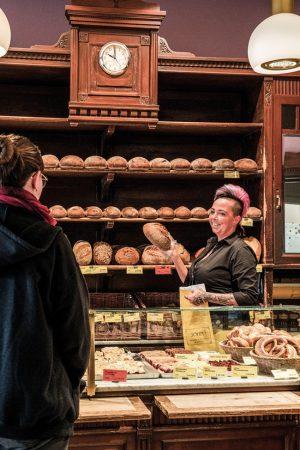 Zu John's, dem Lieblingsbäcker um die Ecke, um frische Backwaren zu Hause zu speisen - Himmlisch! © PROJECT Immobilien Wohnen AG