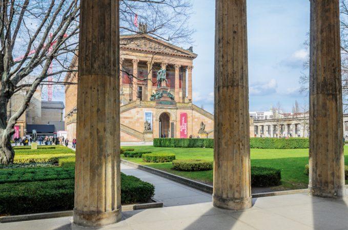 Die Museumsinsel gehört seit 1999 als weltweit einzigartiges kulturelles und bauliches Ensemble zum UNESCO-Welterbe. In der Alten Nationalgalerie sind Gemälde und Skulpturen des 19. Jhd. zu sehen © Andreas Höft