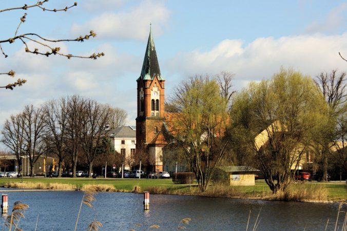 Sankt Maria Meeresstern in Werder © michael.berlin, flickr.com / CC BY-SA 2.0, lizensiert unter CreativeCommons-Lizens by-sa/2.0-de(https://creativecommons.org/licenses/by-sa/2.0/)